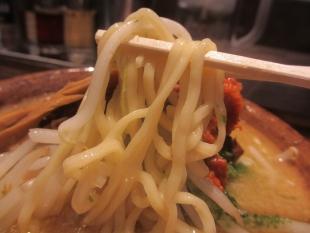 まんげつ古町 辛し味噌ラーメン 麺