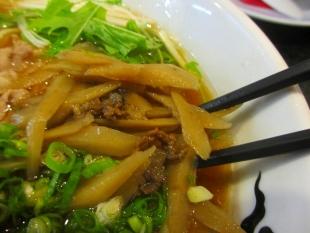 SEN 淡麗牛醤油らーめん 肉 (3)