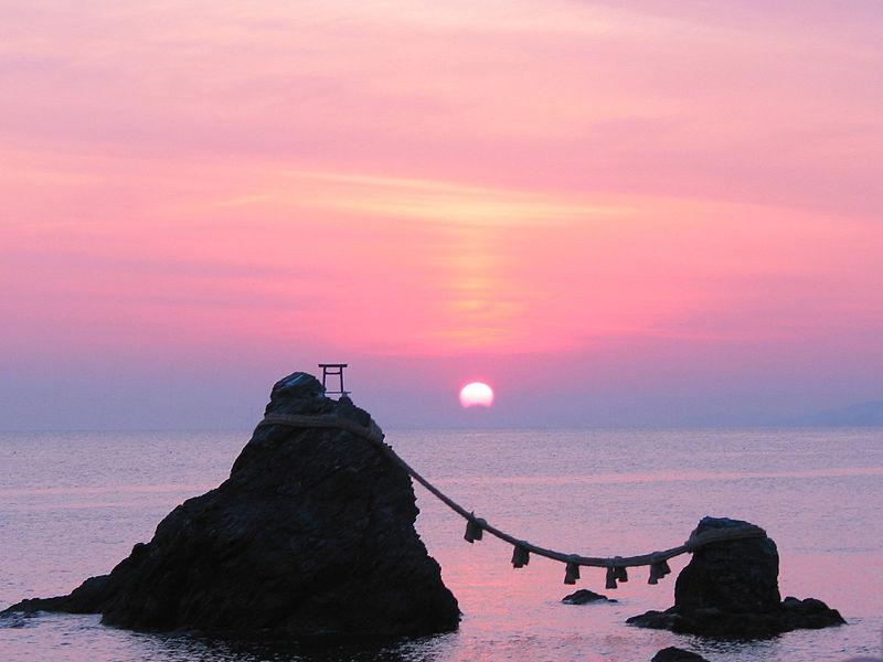 800px-Sunrise_of_the_Wedded_Rocks03.jpg
