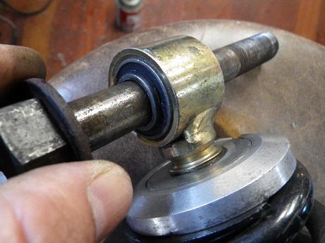 サスブッシュスペーサーを削る (7)