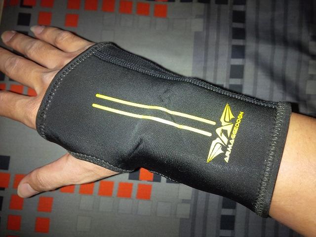 ARMAGGEDDON_Calibre_Gaming_Glove_01.jpg