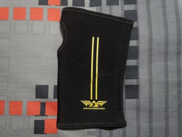 ARMAGGEDDON_Calibre_Gaming_Glove_02.jpg