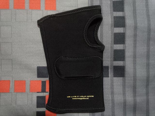 ARMAGGEDDON_Calibre_Gaming_Glove_03.jpg