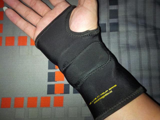 ARMAGGEDDON_Calibre_Gaming_Glove_04.jpg