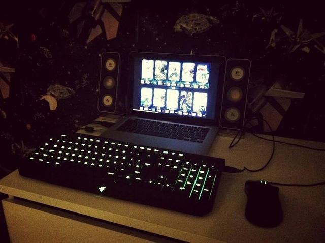 Desktop_Razer8_24.jpg